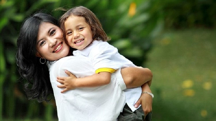 Single Parenting:How to overcome the Challenges ?